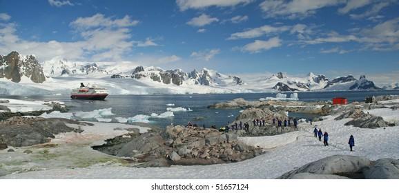 Antarctica Panorama - mountains, glaciers, penguin colonies