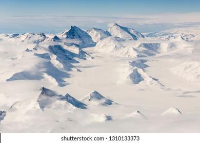 大気から見た南極大陸横断山脈