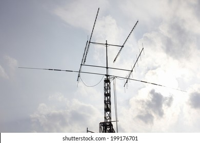 Has Ham radio antenna towers join. happens