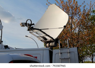 Antenna in a vehicle for television reporters