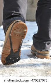 Anti ice slip shoe