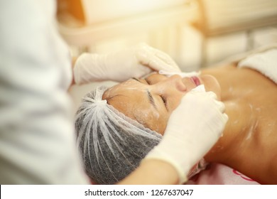 Anti-aged procedures for young asian girl. woman with a deep cleansing nourishing face mask applied to her face. Spa treatment. woman getting facial care peeling mask by beautician at spa salon