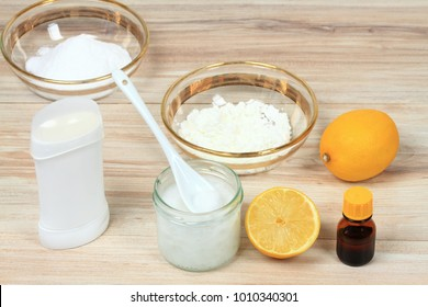 Antibacterial  and natural homemade deodorant. Made from coconut oil, sodium bicarbonate, starch and  essential oil from lemon