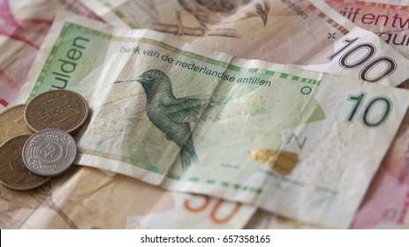 Antilles gulden billets and coins