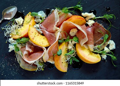 Antipasto is a traditional Italian cold snack made from peaches with chamomile, blue cheese, almonds and microgrin, which is served up to the main dish with an aperitif. This is a salad for those who