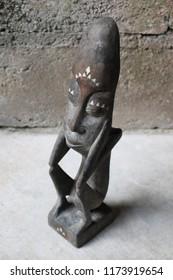 Antique asmat statue