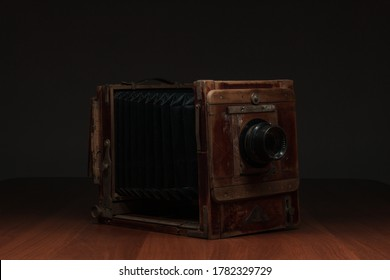 Antique photo tools, photo flash with leather backpack, film camera, direct-sight camera