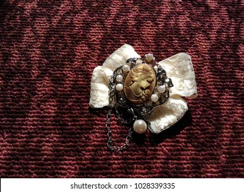 Antique style brooch