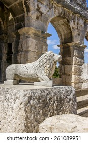 Antique wrecked lion statue in Pula