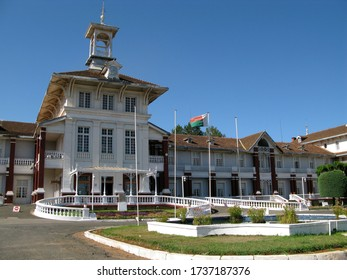 ANTSIRABE, MADAGASCAR, octobre 10, 2008: Town hall of the city of Antsirabe.