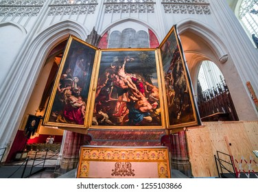 ANVERS, BELGIUM – AUGUST 03, 2014 : Interiors and architectural details of Notre dame d'Anvers cathedral,   August 3, 2014,  in  Anvers, Belgium