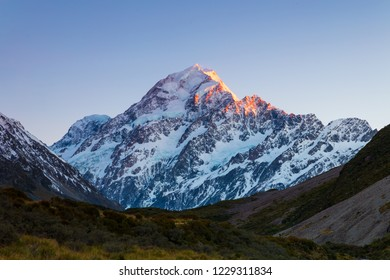 Aoraki Mount Cook during the dawn in the Hooker Valley, Canterbury, New Zealand