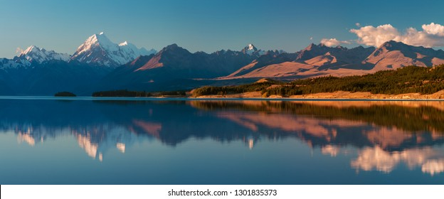 Aoraki Mount Cook and Lake Pukaki, Canterbury High Country, South Island, New Zealand and popular travel destination. Beautiful sunny day in summer.
