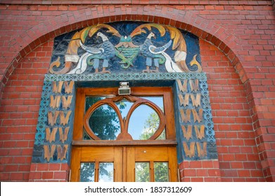 The apartment building for the Moscow creative intelligentsia was built in the Russian Art Nouveau style by the project of the famous artist Sergei Malyutin (1859-1937)