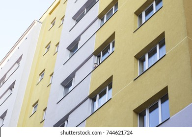 Apartment building thermally insulated with mineral wool slabs