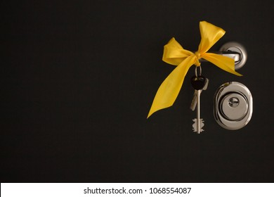 apartment keys with a bow on a black background
