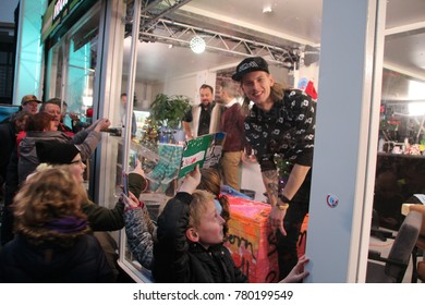 Apeldoorn, Netherlands - December 23, 2017:  3 DJ's of NPO 3FM radio are locked up 6 days in house of glass without food to raise mony for Red Cross : serious request - DJ Sander Hoogendoorn with boy