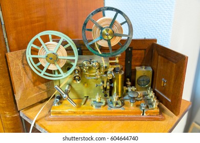 The apparatus of the electric telegraph of the american inventor Samuel Morse