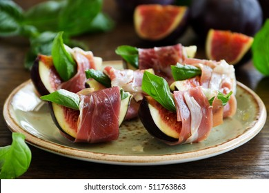 Appetizer of figs and prosciutto.