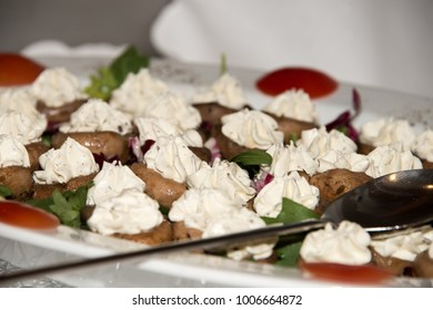 Appetizer platter with mushrooms and cream