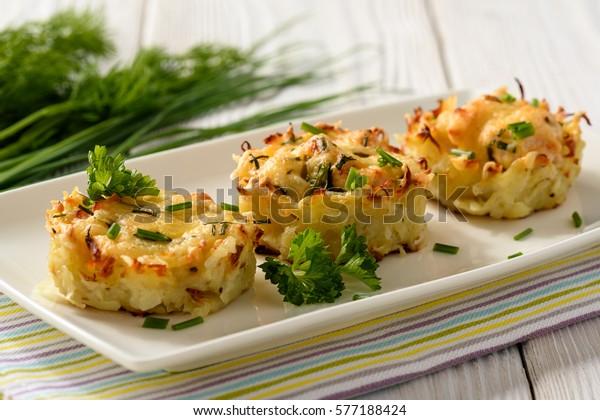 Appetizer - muffins de pommes de terre à la viande de poulet et au fromage.