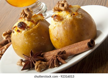 Appetizing baked apples with cottage cheese