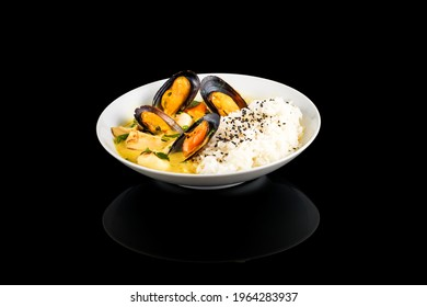 Appetizing rice wok with squid and mussels