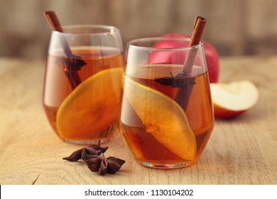 Apple cider cocktail with cinnamon and apple slices.