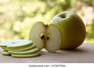 Apple golden delicious sliced, peeled, half