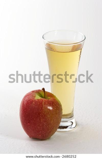 apple juice with red apple