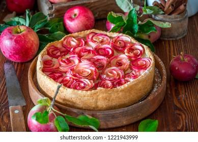 Apple pie cake with custard cream and roses