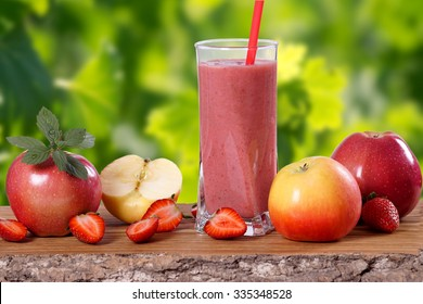 Apple strawberry smoothie
