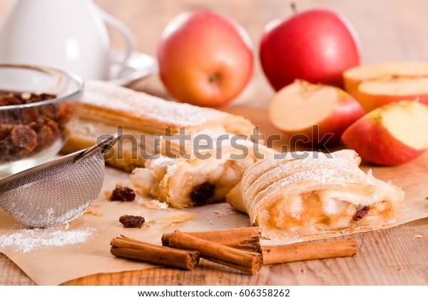 apple-strudel-600w-606358262.jpg