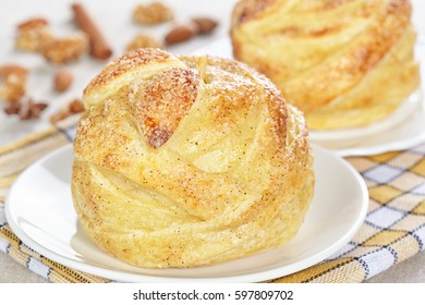 Apples baked in puff pastry