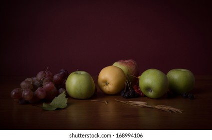 Apples and grape on a table