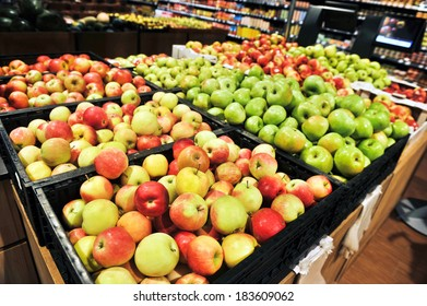 apples at the grocery store