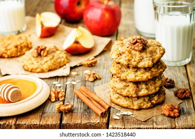 apples oats cinnamon cookies on a wood background. the toning. selective focus
