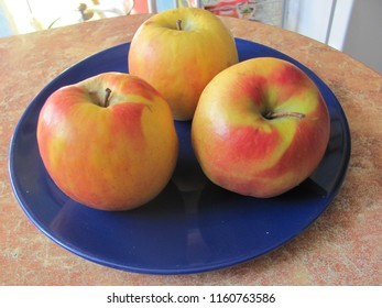 Apples on a blue plate