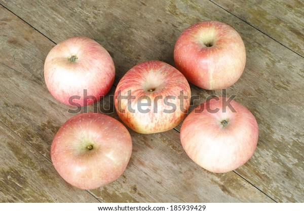 apples on the wood background