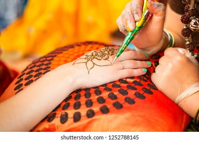 Applying Henna (or Hina) Tattoo