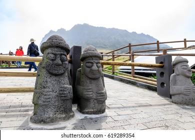 Apr 7, 2017 Seongsan Sunrise Peak with Dol hareubang in Jeju Island, South Korea