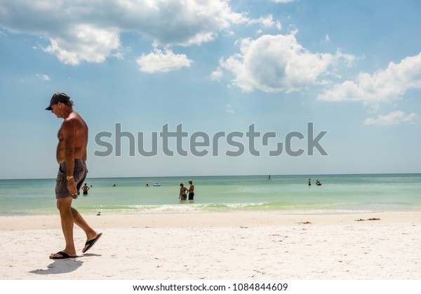 APRIL 30, 2018 - SIESTA KEY BEACH, SARASOTA, FLORIDA, USA: PEOPLE ON THE BEACH AND GULF COAST WATER.