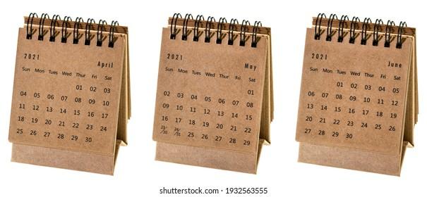 Avril, mai et juin 2021 - calendrier des petits bureaux en spirale isolé sur un concept commercial blanc