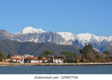 apuan alps white for snow and for marble quarries, in Toscany.