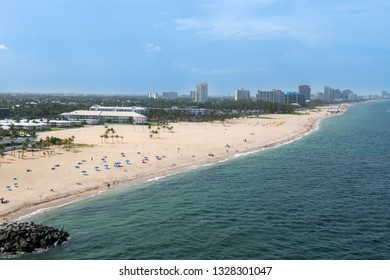 Aquar marine colored water and quiet beaches along the coastline of Fort Lauderdale in Florida.
