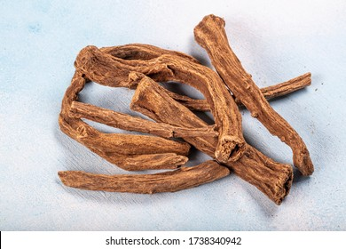 Aquilaria agallocha (Aloexylum agallochum, Agallochum officinale, Agallochi verum). Turkish name;( Od tree, Udi Hindi.) It is a medicinal plant used in making medicines.