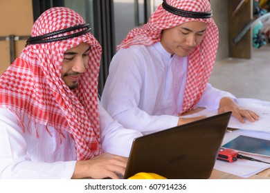 Arab businessman Work using electronics in the cafe.