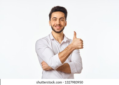 arab man smiling showing thumbs up