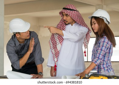 Arab Manager complain worker on site