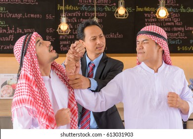 Arab Muslims have a business feud Are punching in cafes, cafes